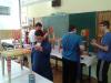 Učenci so barvali stole